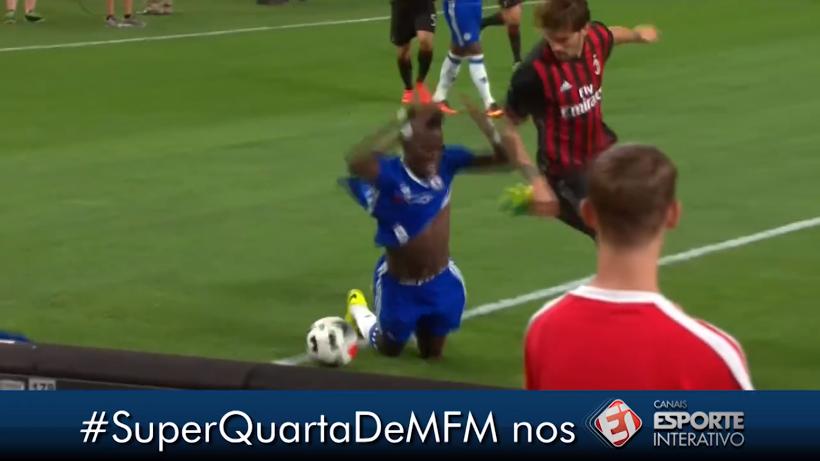 Chelsea 3 x 1 Milan - International Champions Cup - Bertrand Traoré tem camisa rasgada e pedaço é arrancado