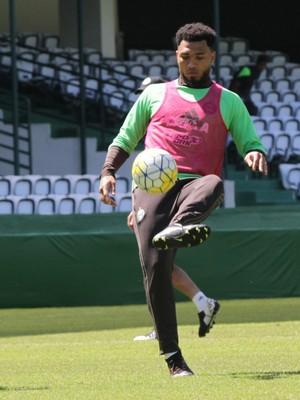 Kazim e mais onze é o time do Coritiba contra o Figueirense