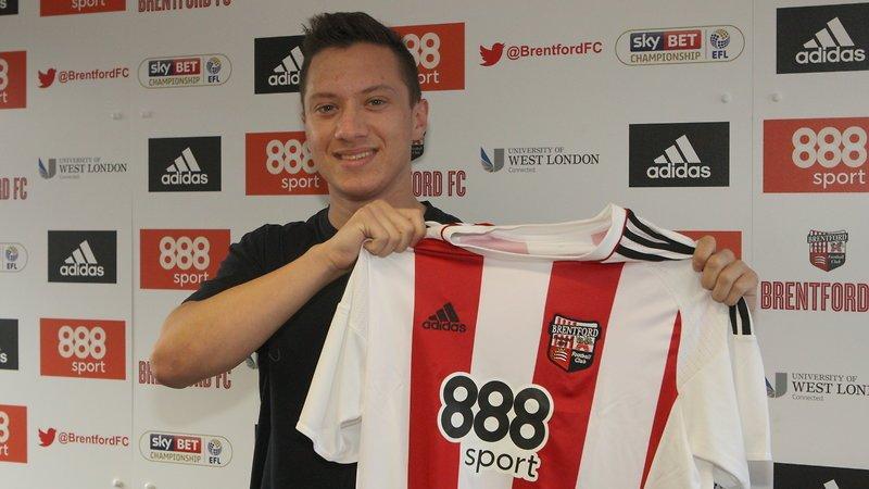 Henrik Johansson, neto de Garrincha, assina e é o novo reforço do Brentford, da Inglaterra