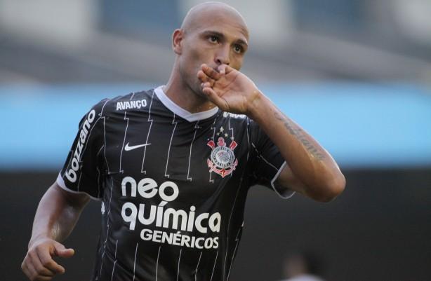 """Presente na eliminação contra o Tolima, meia-atacante Edno relembra: """"O Corinthians foi eliminado no Pacaembu"""""""