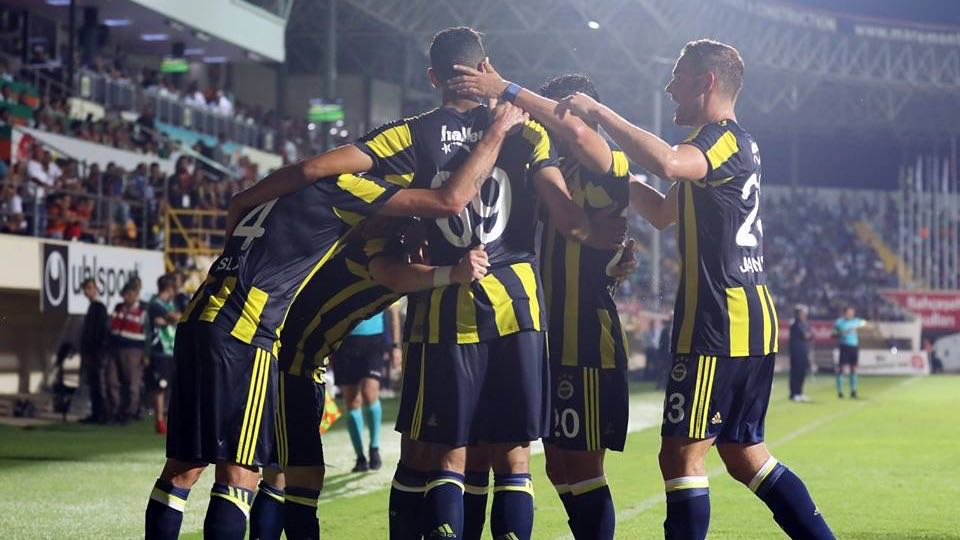 Comemoração de gol do Fenerbahçe