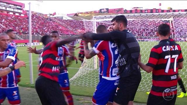 Arbitro Justifica Expulsoes Do Ba Vi Fbf Determina Vitoria Tricolor Por 3 A 0 Torcedores Noticias Sobre Futebol Games E Outros Esportes