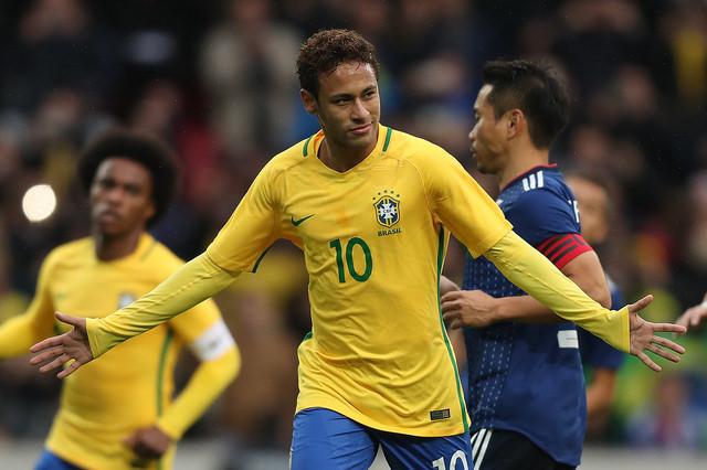 Neymar defendendo a seleção