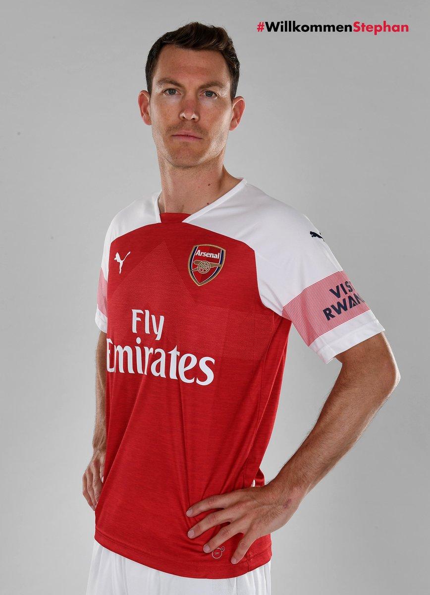 Arsenal acerta contratação do lateral Lichtsteiner