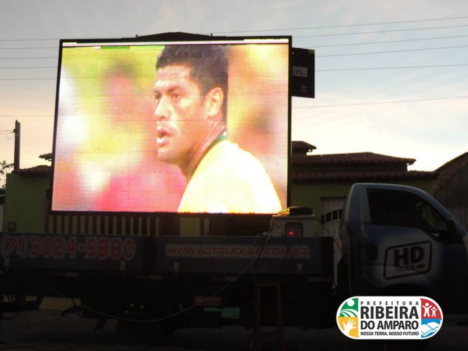 Na Copa de 2014, moradores de Ribeira do Amparo puderam acompanhar a Copa através de um telão de LED. Créditos: Divulgação Facebook Prefeitura de RIbeira do Amparo