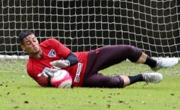 0422d5c1b Substituto de Sidão, Jean sofre pancada e deixa treino do São Paulo ...