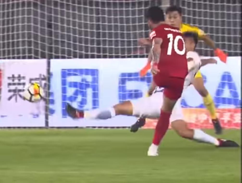 Alexandre Pato marcou um golaço na China.