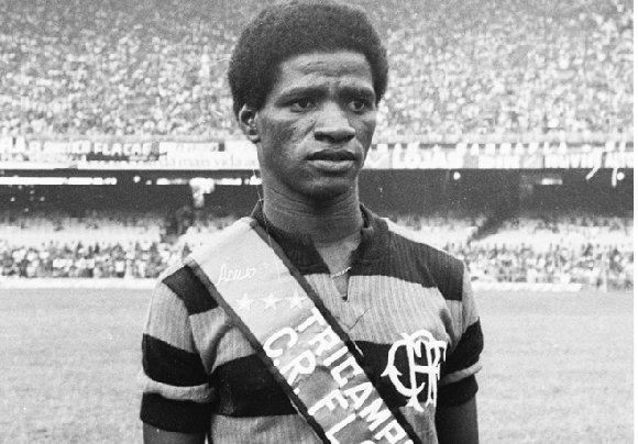 Adílio com a camisa do Flamengo