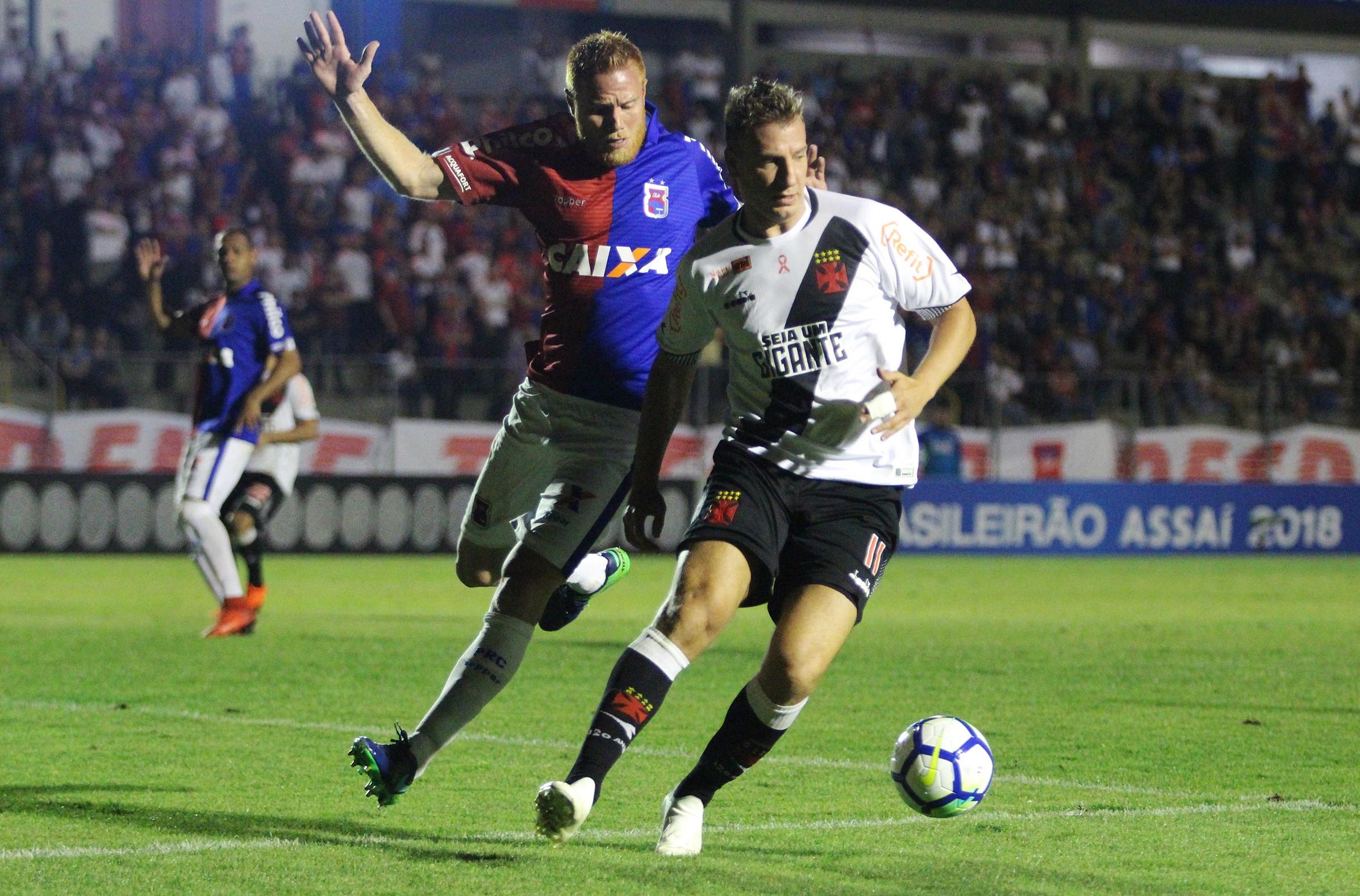 Maxi López, apesar do empate frustrante do Vasco contra o Paraná, garantiu que não há motivos para desespero na equipe.