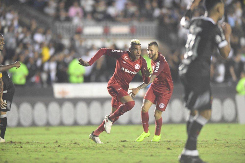 Jonatan Alvez poderá deixar o Inter, já que o Peñarol manifestou interesse no jogador.