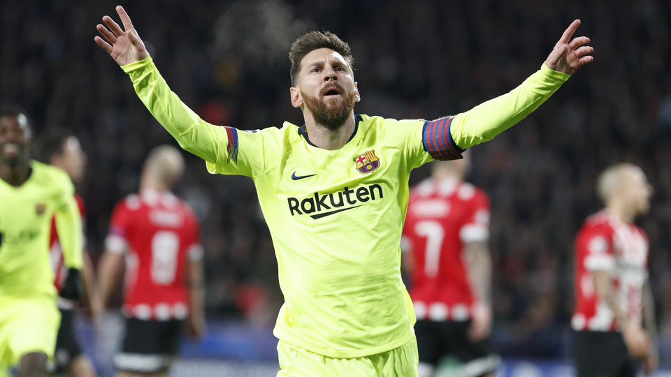 Jamie Carragher elogiou Van Dijk, mas crê que a Bola de Ouro deve ser entregue para Lionel Messi.