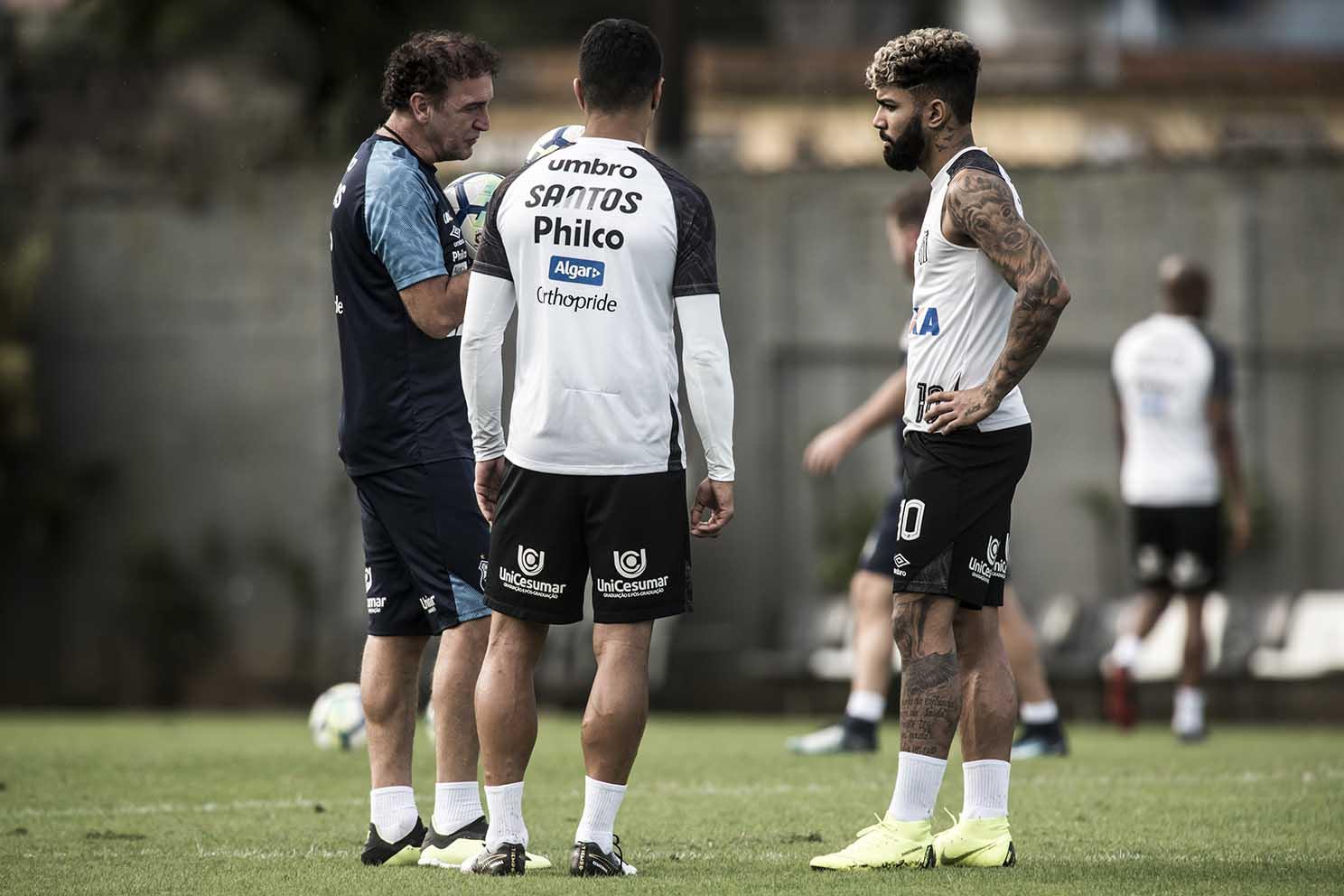 Cuca fala sobre jogadores do Santos com propostas