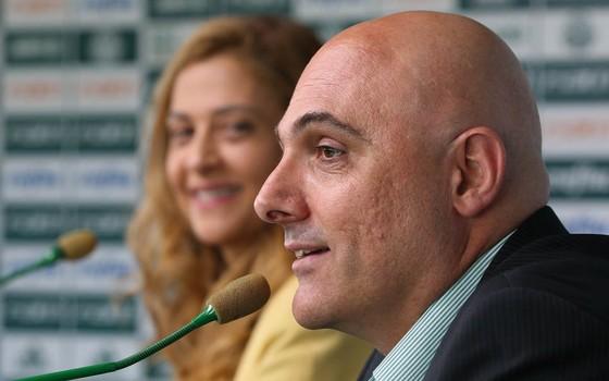 Leila Pereira se incomoda com situação e prepara lista de dispensas no Palmeiras