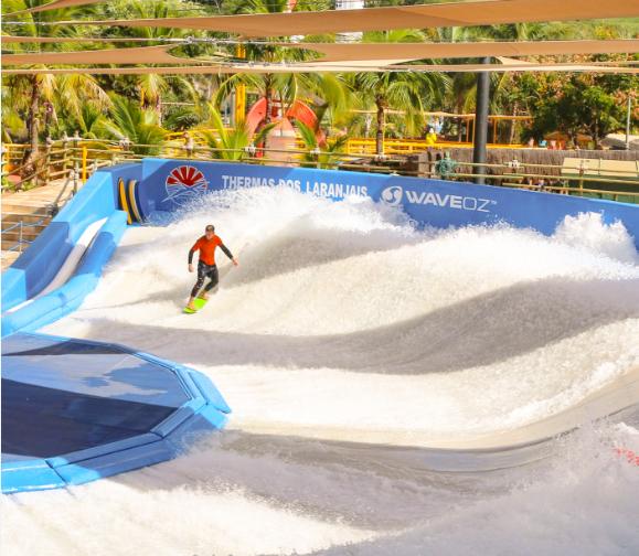 Resultado de imagem para Thermas dos Laranjais, em Olímpia, no interior paulista, tem a única pista de surfe 180° do mundo