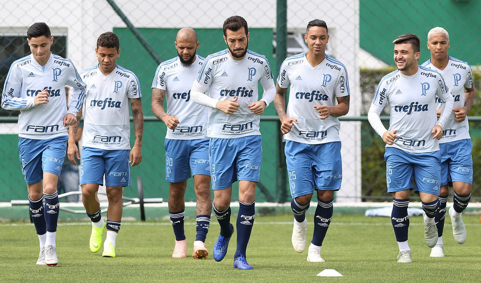 Internacional conversa com Palmeiras para tentar a contratação de lateral alviverde