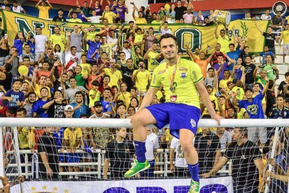 Falcão com a camisa da Seleção Brasileira