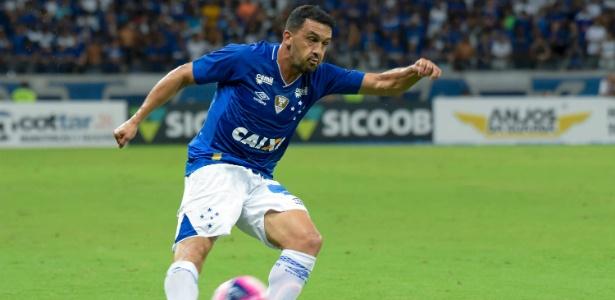 Edilson lamentou o empate do Cruzeiro diante do América-MG, e se queixou das condições do gramado do Independência.