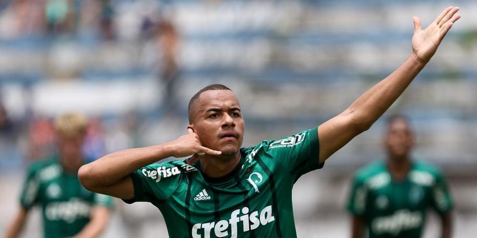 O atacante Papagaio assinou com o Atlético-MG e irá se apresentar ao Galo após o final do Sul-Americano sub-20.