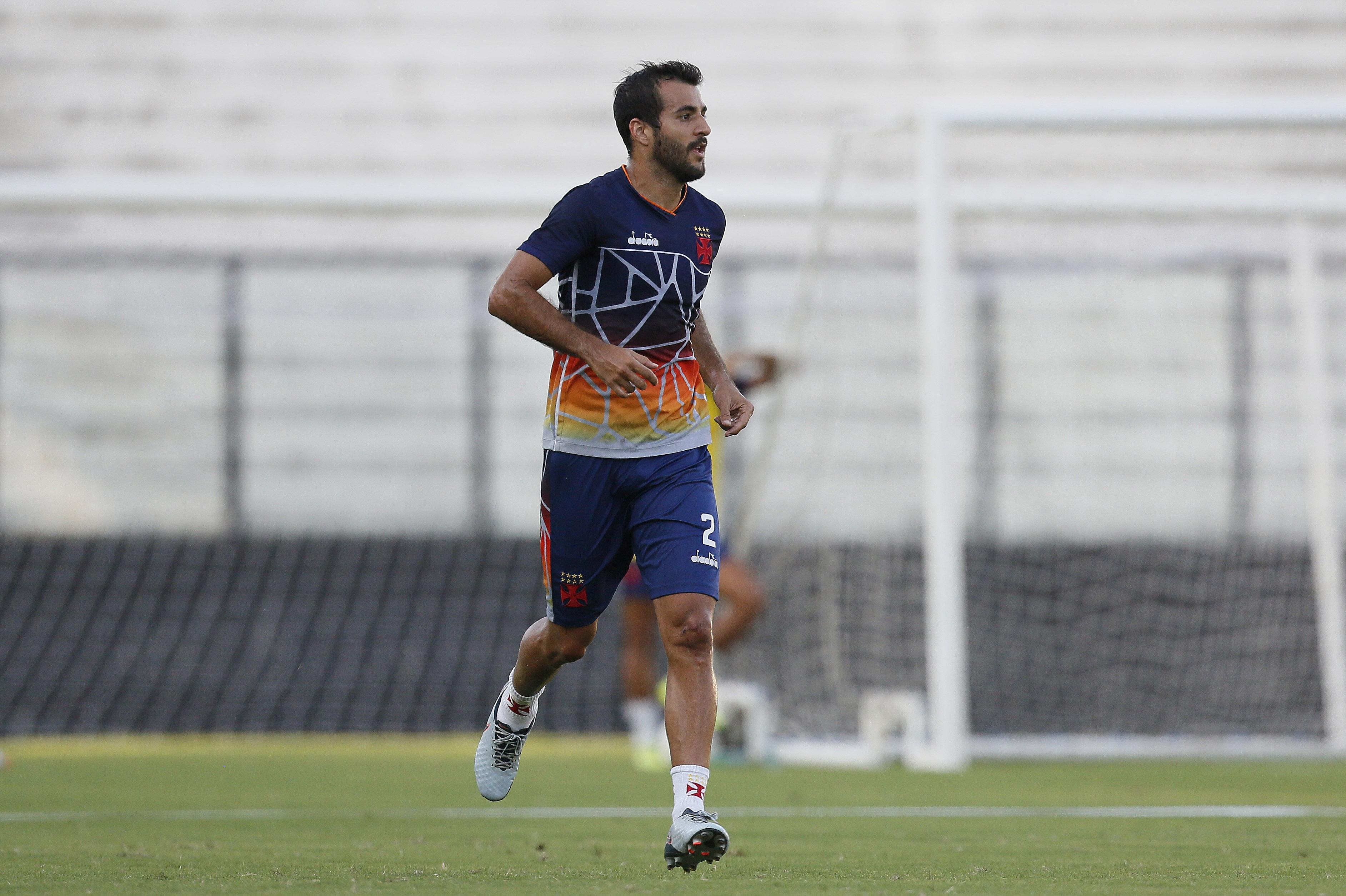 O lateral-direito paraguaio Raúl Cáceres alerta o Vasco para possíveis dificuldades que o Resende irá impor ao Vasco na semifinal da Taça Guanabara.