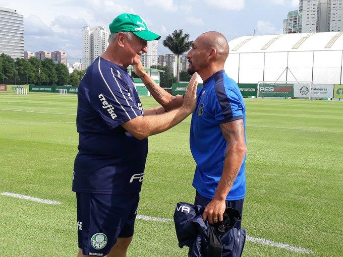 Guiñazú e Felipão se reencontraram durante a última atividade do Talleres antes do jogo diante do São Paulo, que ocorreu no CT do Palmeiras.