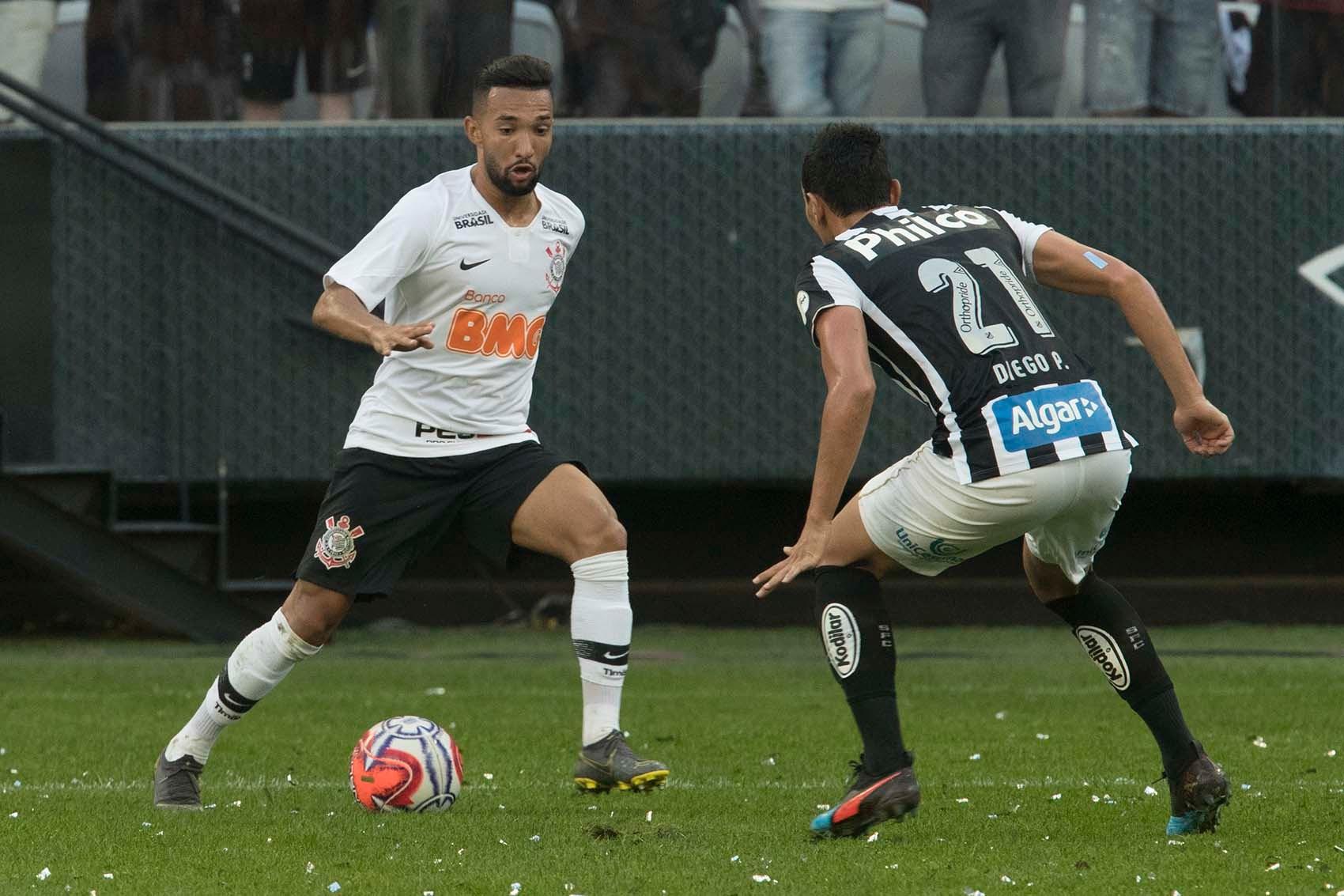 Corinthians foi derrotado pelo Santos no último jogo antes da parada para Copa América.