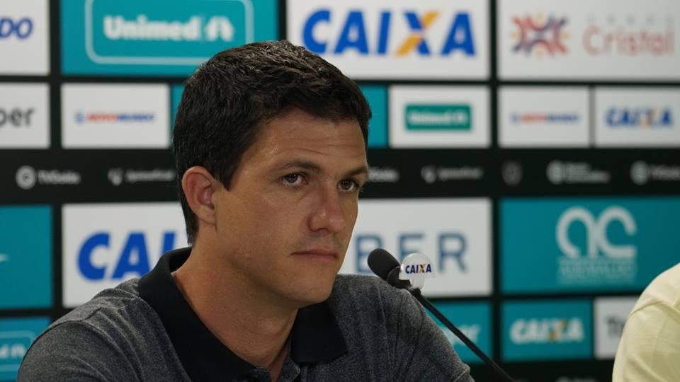 Mauricio Barbieri em coletiva pelo Goiás