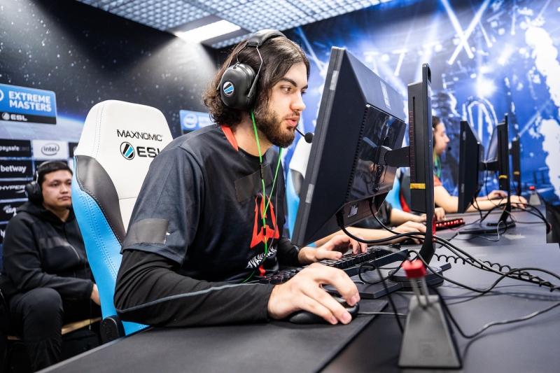 Jogador da AVANGAR aparece enquanto joga partida de CS:GO