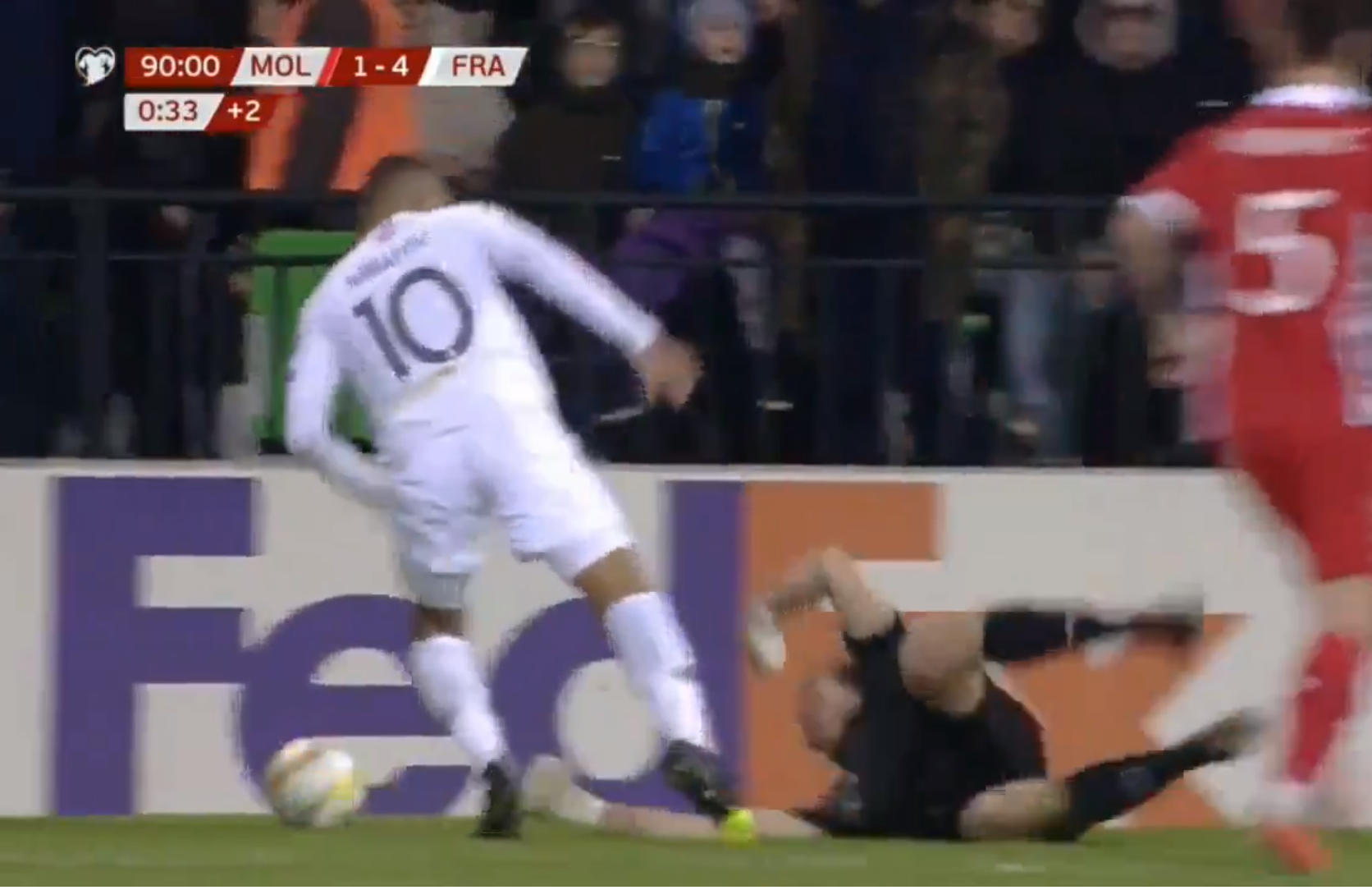 Mbappé mostrou que precisa de mais aula de atuação na partida entre Moldávia x França.