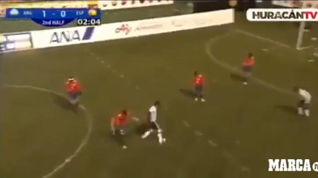 Jogador argentino de futebol de cinco anotou um golaço em partida contra a Espanha