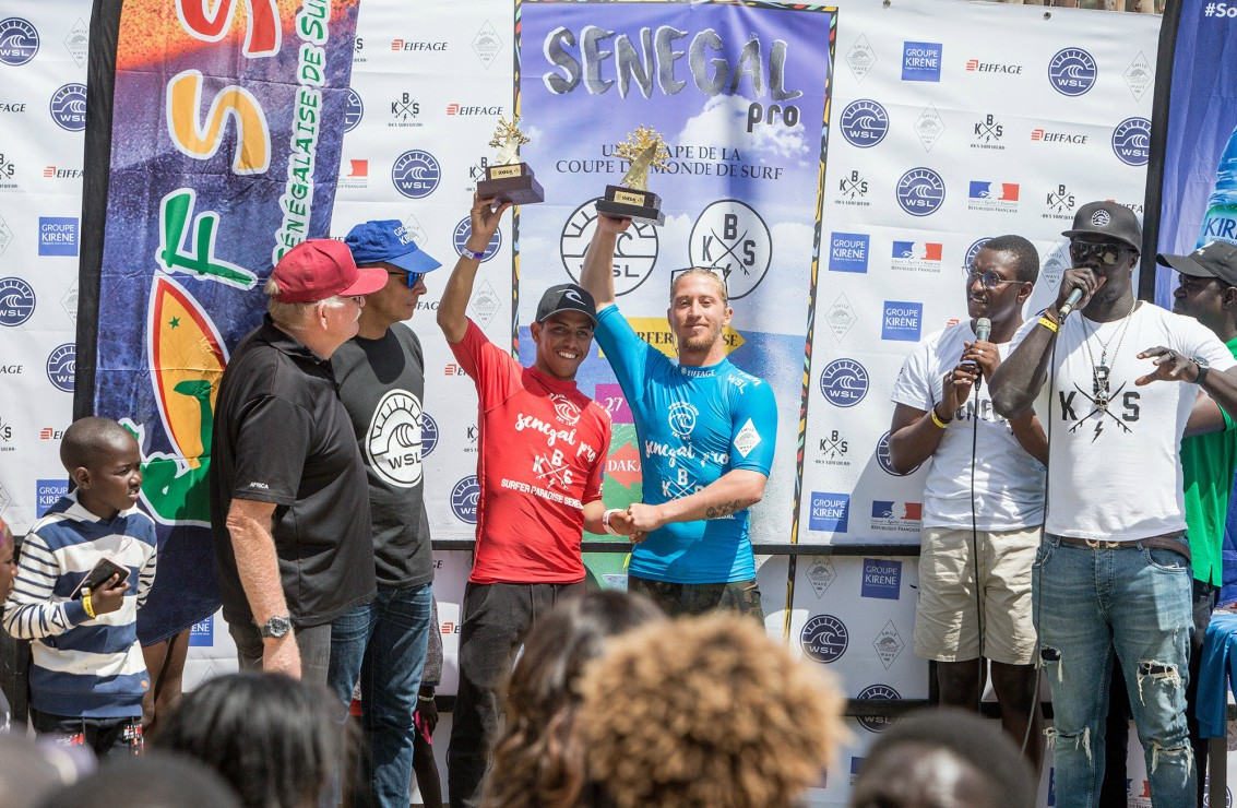 The men's podium with Tim Bisso (in blue), winner of the Senegal Pro.