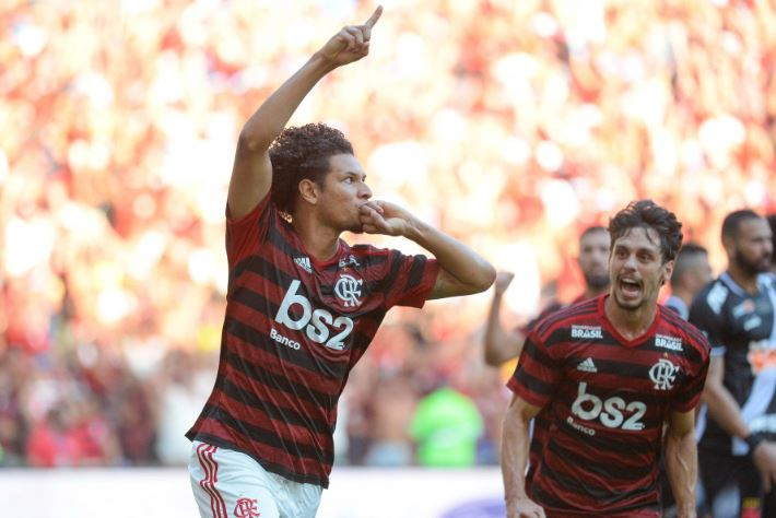 Flamengo tem Willian Arão e outros quatro pendurados contra o Fortaleza
