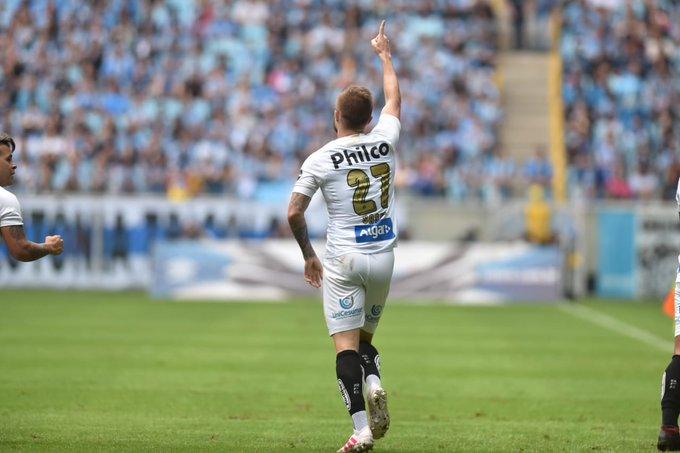 Eduardo Sasha, jogador do Santos, durante jogo em Porto Alegre