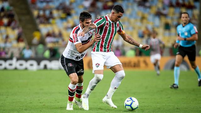 Luciano durante o jogo entre Santa Cruz e Fluminense
