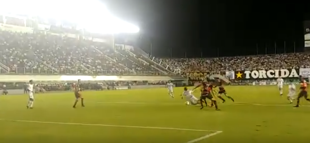 Santos X Atletico Go Derlis Gonzalez E Derrubado Na Area E Arbitragem Nao Marca Penalti Assista Ao Lance