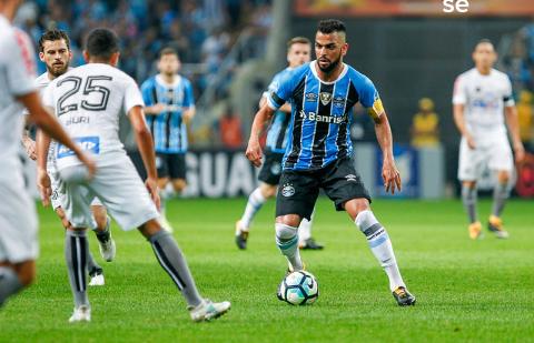 Grêmio x Santos é o duelo que abre a rodada deste domingo. Jogo será na Arena Grêmio, às 11:00 e o Tricolor quer vencer diante de seu torcedor