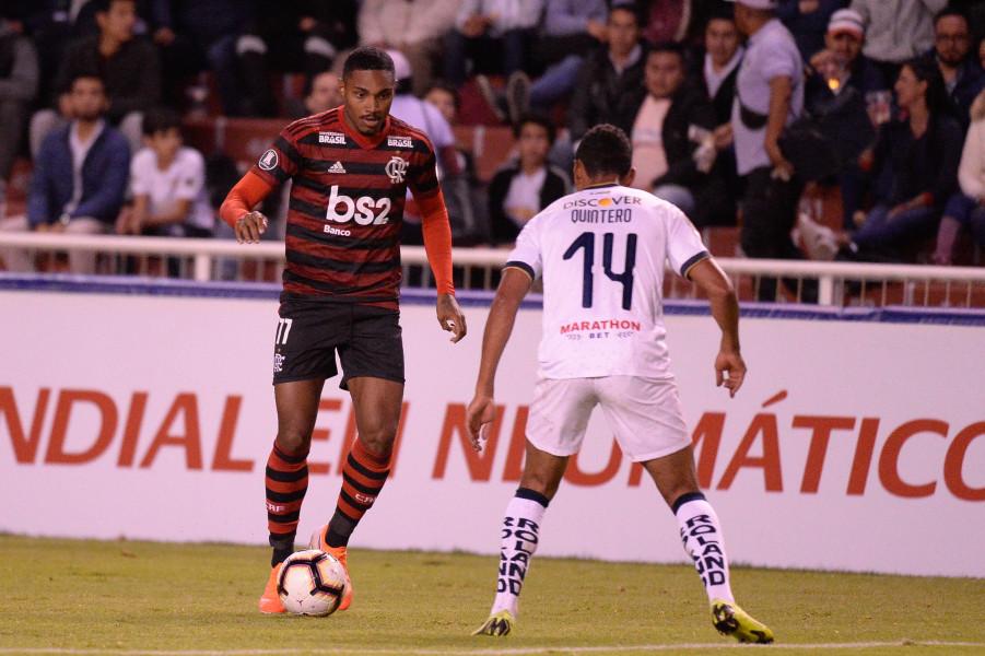 Vitinho entrou no segundo tempo do jogo em Quito