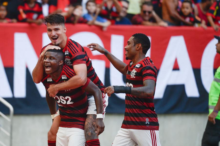 Flamengo tem dois desfalques para encarar o Inter.