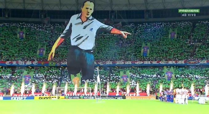 Rogério Ceni foi homenageado antes da bola rolar para Fortaleza x São Paulo.