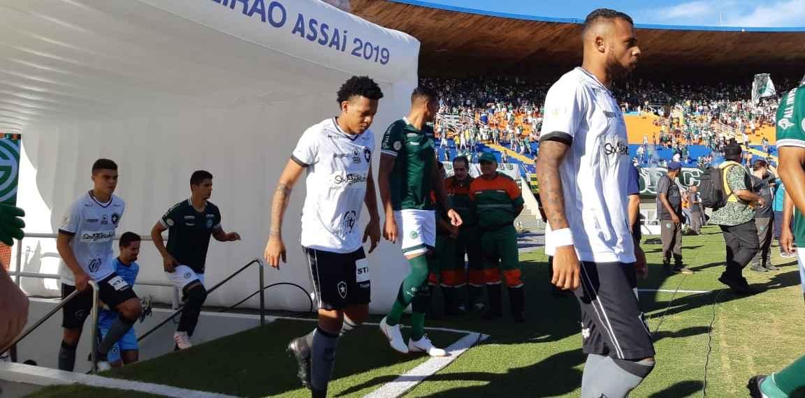 Kayke foi o nome do jogo entre Goiás e Botafogo