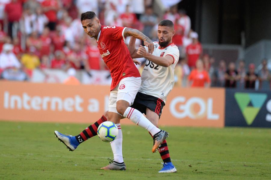 Guerrero abriu o placar para o Internacional contra o Flamengo