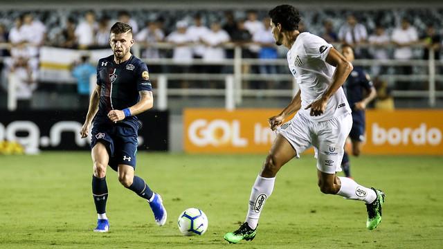 Formado no Santos, Caio Henrique reencontrou nesta noite o time que o revelou