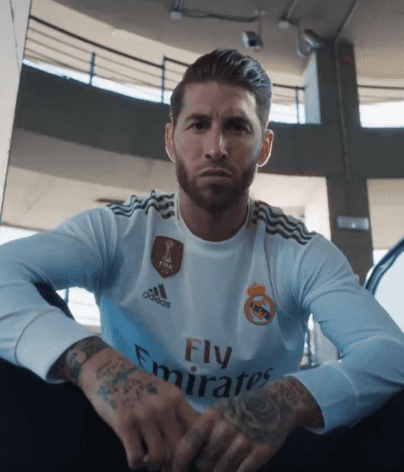 Sergio Ramos usa a nova camisa do Real Madrid