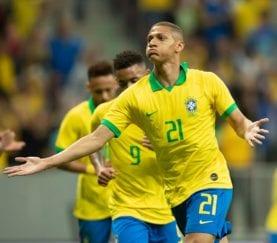 Richarlison comemora gol da seleção brasileira