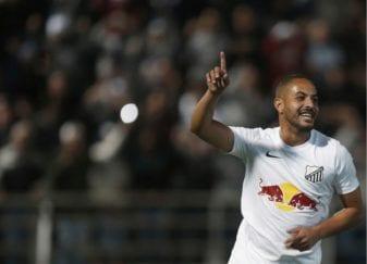 Ytalo comemora gol do Bragantino na Série B