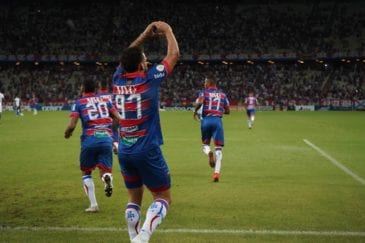 André Luís comemora gol no Brasileirão