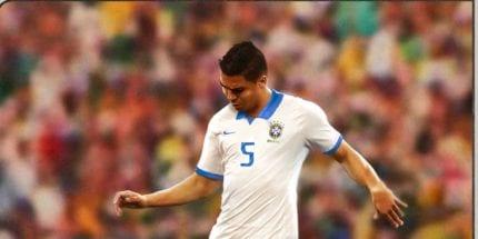 Casemiro, volante da seleção brasileira, com a camisa branca