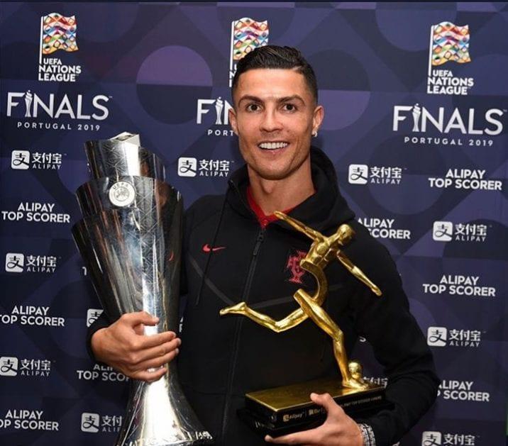 Cristiano Ronaldo comemorou o triplete de troféus que conquistou nesta temporada pela Juventus e seleção portuguesa.
