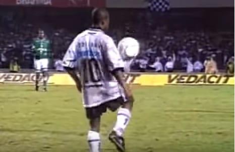 """Há 20 anos"""": Corinthians relembra embaixadinhas de Edílson em ..."""