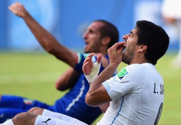 Suárez relembrou os momentos difíceis que viveu em sua vida após morder Chiellini.