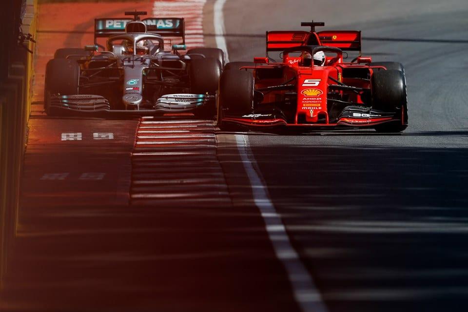 Vettel e Hamilton quase se chocam no Canadá